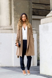 Casual-Camel-Coat-Look